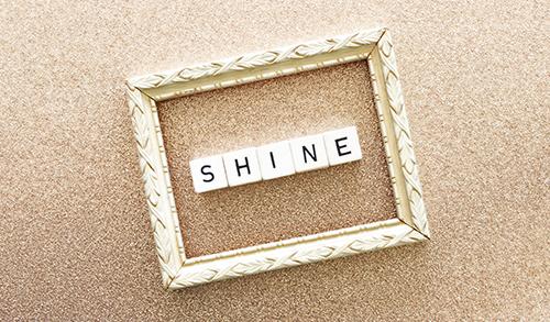 shine word dice on gold glitter background u5wugg82